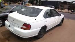 Very Clean Tokunbo Nissan Altima GXE 2000