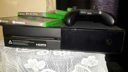 XBOX one + 2 remotes and 4 games.
