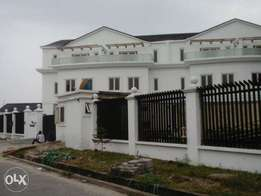 4 units Fully serviced luxury Terrace homes for sale in Lekki Phase 1