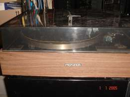 Pioneer belt drive stereo turntable, model PL-12, good working order,