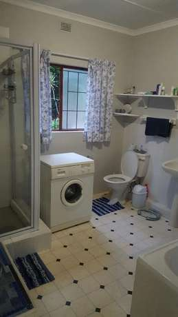 Spacious and Sunny Flat in Tranquil Area. Ideal Lock-up-and-Go. Kloof - image 6