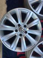 Stunning 18 inch Amarok mags with 265/60/18 Continental A/T For R12000