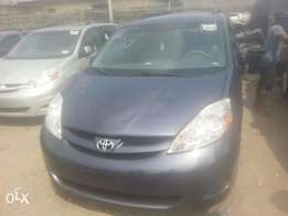 Tincan cleared tokunbo toyota sienna 08