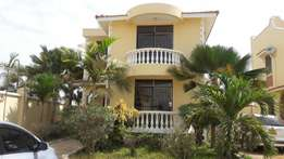 RAYOPROPERTIES 2bedroom shared compound 4people