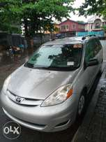 My super clean Toyota sienna 08 toks urgently for sale