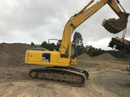 Komatsu, Hitachi, Volvo and Sumitomo Excavators - 20 to 40 tons