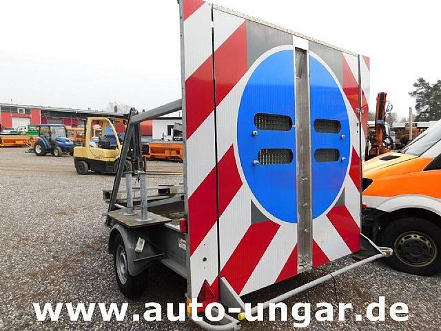 Agados Mersch Unfall Warnleitanhänger mit Auffahrrampe - 2010