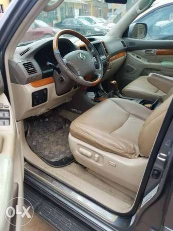 Super clean naija used Lexus Gx470 for 3.2m Ikeja - image 3