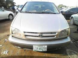 Clean Toyota Sienna XLE 99model for sale