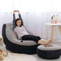 Inflatable seat with puff