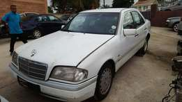 Mercedes-Benz C220 breaking for spares