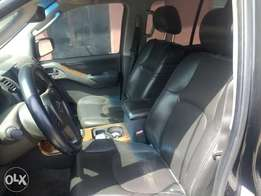 Extremely clean first body black Nissan Pathfinder 07