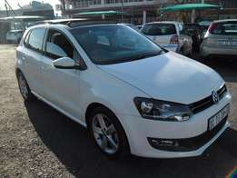 A Vw polo 6 1.6 with sunroof, 2014 model, factory a/c, c/d player, cen