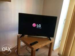 """TV LG 32"""" LED freeview HD TV barely used"""