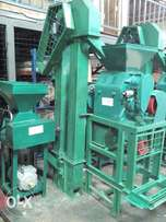 Single elevater loading maize miller machine.