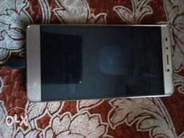 Note 3 infinix with a cracked screen