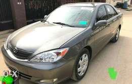2004 tokunbo Toyota Camry (ACCIDENT FREE)