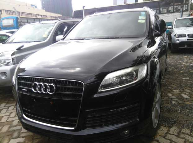 Black Q7,3600cc,Leather Seats,Back Camera,Dvd Player,Back Camera Nairobi CBD - image 4