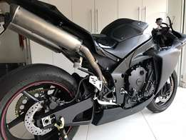 Yamaha R1 Big Bang Track Bike