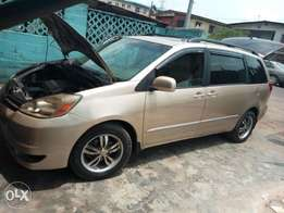 Extremely clean Toyota Sienna 05 XLE Limited Edition with DVD n Camera