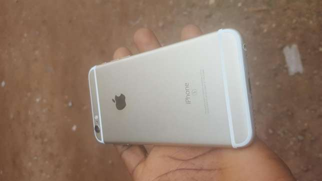 Mint 16gb gold UK used iPhone 6s for sale for low price Ibadan Central - image 2