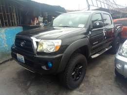 Super clean 2008 Toyota Tacoma p/up truck negotiable