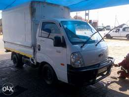 closed canopy truck for hire