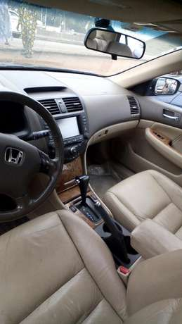 Clean leather seat tokunbo EOD 2004 Lagos Mainland - image 3