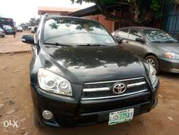 Toyota Rav4 metallic black