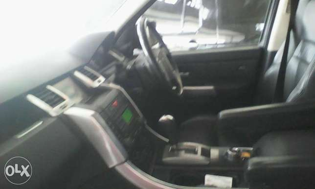 Range Rover 2700 cc X UK loaded with sunroof Mombasa Island - image 8