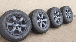 Set Original Toyota Hilux or Fortuner 17 inch mags tyres in Army Grey