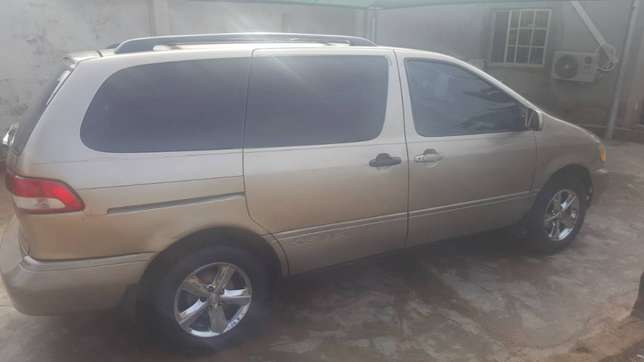 Extremely Neat Toyota sienna Agege - image 6