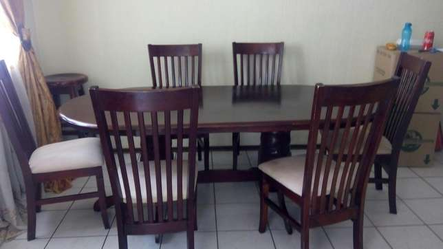 6 seater Dinning table Northwold - image 1