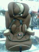 Booster seat. .. 4 yrs to 8 yrs .. brand new. Delivery inclusive