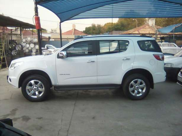 Chevrolet Trailblazer 2015 2.8LTZ Automatic very clean low millage Jeppestown - image 5