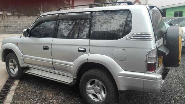 Toyota prado KAZ 7seater 2001 diesel super clean buy and drive auto Hurlingham - image 5