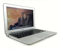 MacBook air i5. 11 inch screen. With guarantee.