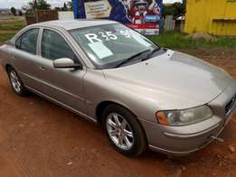 Volvo s60 2005, gold full house , mags, NOT STARTING, R25000