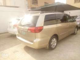 Toyota sienna xle Nigeria used 2005model for sale