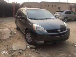 Super Clean Toyota Sienna LE 2005 available for just N1.850m Only