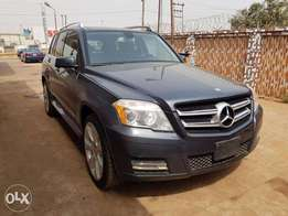Very Clean Mercedes Benz 2010 GLK 350 4MATIC (PRICE IS NEGOTIABLE)