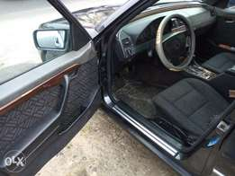 Neatly use and very clean Mercedes Benz for sale