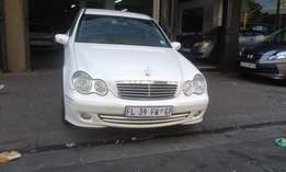 Mecedies benz C200 white in color 2006 model 98000km R120000