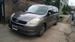 Toyota sienna 2004 model very clean buy and drive