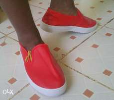 Unisex shoes.available in black,white,red.Delivery done.