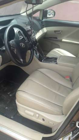 view super clean Toyota VENZA 2010 first body with good condition Alimosho - image 5