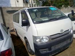 Hiace 7l KCL Manual Diesel 2010 model