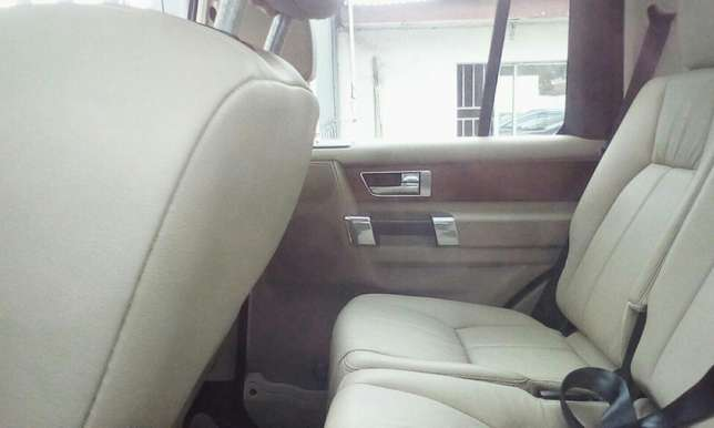 2011 Landrover LR4 Up For Grabs!!! Lagos Mainland - image 6