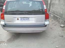 silver coloured volvo v70 for sale