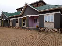 Captive double for rent in Makindye at 350k